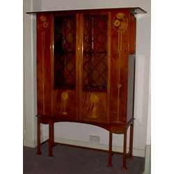 Inlaid mahogany display cabinet. English (c.1900)