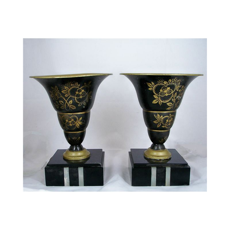 Pair of Art Deco marble and onyx uplighter table lamps with floral metal shades. Circa 1930