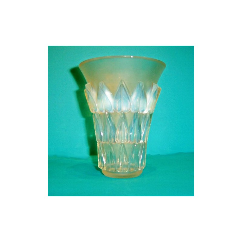 Lalique Vase  Signed to Base R Lalique (c 1930)