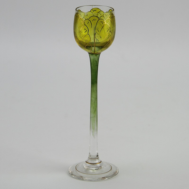 Theresienthal Art Nouveau enamelled and gilded glass with floral decoration. (Circa 1900).