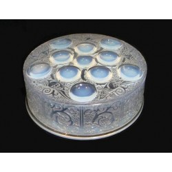 Rene Lalique Roger Opalescent Powder Box and Cover (c.1930)