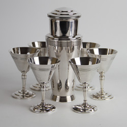 Mappin & Webb Art Deco Silver Plated Cocktail Shaker and Six Cups (c.1930).
