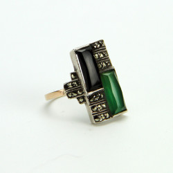 Art Deco ring set on silver with chrisophase onyx and marcasite, on a 9 carat gold shank. (c.1930.)