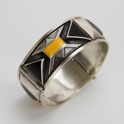 Art Deco Silver Hinged Bangle with Black and Yellow Enamel (c.1925)