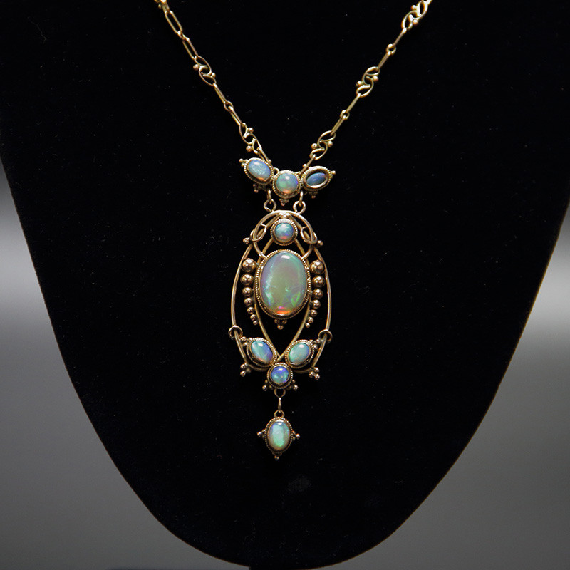 Arts and Crafts 15 Carat Gold and Opal Necklace Attrib. to Artificers Guild (c.1900)