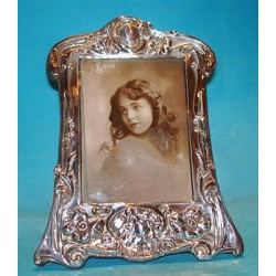 Art Nouveau silver photograph frame decorated with foliage & flowing female profile. Hallmarked Birmingham 1906.